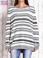 Biały sweter oversize w melanżowe paski                                  zdj.                                  1