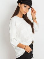 Biały sweter w delikatny wzór                                  zdj.                                  5