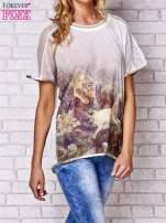 Biały t-shirt z grafiką animal print i siateczkowym tyłem                                  zdj.                                  3