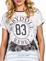 Biały t-shirt z nadrukiem BABYDOLL REBEL 83                                  zdj.                                  5