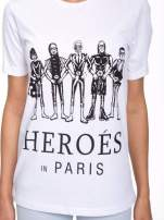Biały t-shirt z nadrukiem HEROÉS IN PARIS