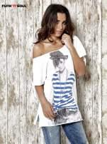 Biały t-shirt z nadrukiem dziewczyny Funk n Soul                                  zdj.                                  1