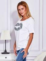 Biały t-shirt z nadrukiem ust                                  zdj.                                  5
