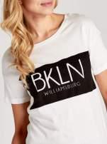 Biały t-shirt z napisem BKLN WILLAMSBURG                                                                          zdj.                                                                         5