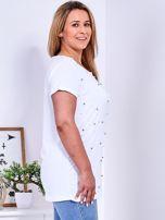 Biały t-shirt z perełkami PLUS SIZE                                  zdj.                                  3