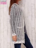 Biały wełniany sweter z kieszeniami                                  zdj.                                  3