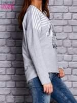 Bluza z motywem pasków i napisem jasnoszara                                  zdj.                                  3