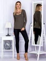 Bluzka damska w prążek z paseczkami przy dekolcie khaki                                  zdj.                                  4