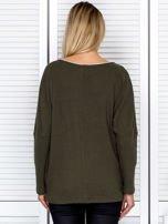 Bluzka damska z kontrastową lamówką khaki                                  zdj.                                  2