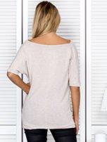 Bluzka damska z lejącym dekoltem beżowa                                  zdj.                                  2