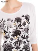 Bluzka w kwiatowy wzór ze złotym printem                                                                          zdj.                                                                         2