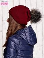 Bordowa czapka z futrzanym pomponem                                                                           zdj.                                                                         2