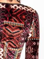 Bordowa sukienka midi w patchworkowy wzór ze skórzaną wstawką                                                                          zdj.                                                                         4