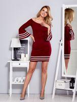 Bordowa sukienka z szerokim rękawem                                  zdj.                                  4