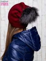 Bordowa wełniana czapka z futrzanym pomponem                                   zdj.                                  3