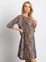Brązowa damska sukienka w cętki                                  zdj.                                  1