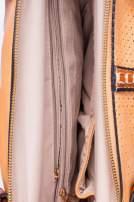 Brązowa dziurkowana torba na ramię z łańcuszkiem