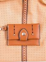 Brązowa dziurkowana torba na ramię z łańcuszkiem                                  zdj.                                  5