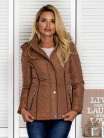 Brązowa kurtka z pikowanymi wstawkami i kontrastową lamówką                                  zdj.                                  1