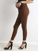 Brązowo-czarne spodnie w kratkę                                  zdj.                                  3