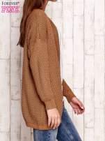 Brązowy fakturowany otwarty sweter                                                                           zdj.                                                                         3