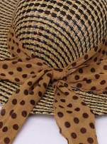 Brązowy kapelusz słomiany z szerokim rondem i apaszką                                  zdj.                                  7