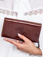 Brązowy skórzany portfel w tłoczone motyle                                  zdj.                                  2