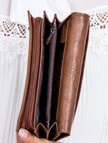 Brązowy skórzany portfel w tłoczone motyle                                  zdj.                                  4