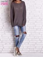 Brązowy sweter oversize z rozcięciami po bokach                                  zdj.                                  8