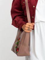 Brudnoróżowa torebka z naszywką                                  zdj.                                  5
