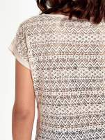 Brzoskwiniowy t-shirt z koronkowym tyłem i dżetami                                  zdj.                                  6