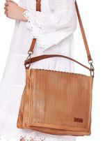 Camelowa torba z eko skóry z ażurową klapką na magnes                                  zdj.                                  2