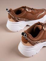 Camelowe buty sportowe na podwyższeniu z błyszczącą wstawką i zwierzęcym motywem                                  zdj.                                  4