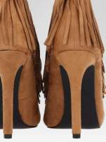Camelowe sznurowane botki faux suede Lea open toe z frędzlami                                  zdj.                                  9
