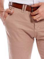 Ciemnobeżowe bawełniane spodnie męskie chinosy                                   zdj.                                  5