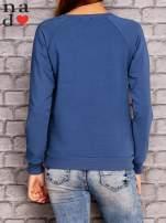 Ciemnoniebieska bluza z nadrukiem moro                                  zdj.                                  4