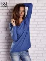 Ciemnoniebieska bluzka z surowym wykończeniem                                  zdj.                                  3