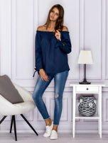 Ciemnoniebieska bluzka z wiązaniami na rękawach                                  zdj.                                  4
