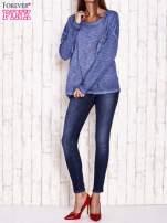 Ciemnoniebieska dekatyzowana bluzka z koronkowymi wstawkami                                  zdj.                                  4