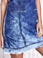 Ciemnoniebieska jeansowa sukienka z surowym wykończeniem                                                                          zdj.                                                                         6
