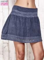 Ciemnoniebieska spódnica z efektem dekatyzowania