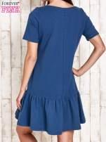 Ciemnoniebieska sukienka dresowa z falbanami z boku                                  zdj.                                  2