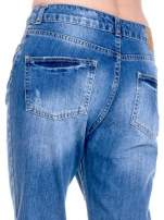 Ciemnoniebieskie spodnie boyfried jeans z dziurami                                  zdj.                                  8