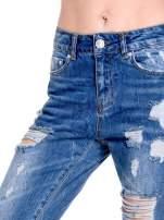 Ciemnoniebieskie spodnie boyfriend jeans z efektem destroyd