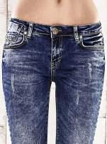 Ciemnoniebieskie spodnie jeansowe marble denim                                  zdj.                                  4