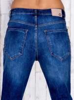 Ciemnoniebieskie spodnie jeansowe z wysokim stanem                                  zdj.                                  4