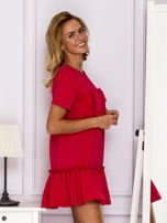 Ciemnoróżowa sukienka z falbaną                                  zdj.                                  3