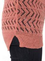 Ciemnoróżowy ażurowy dłuższy sweter                                  zdj.                                  7