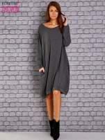 Ciemnoszara dresowa sukienka oversize z kieszeniami                                  zdj.                                  2