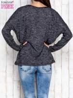 Ciemnoszara melanżowa bluzka ze skórzaną kieszonką